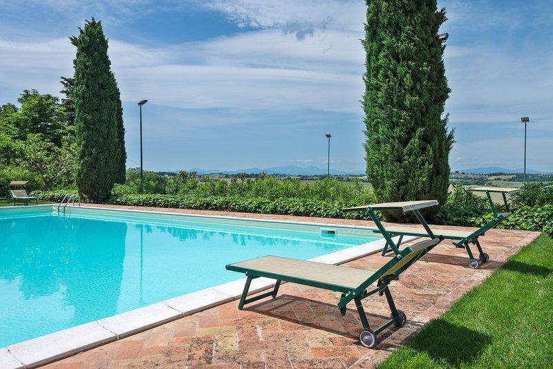 Unique tower home w/ garden, gorgeous views, seasonal shared pool & tennis!, holiday rental in Falconara Marittima