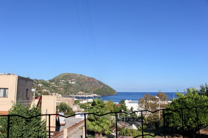 Lipari getaway with access to a roof deck & incredible valley/sea views!, holiday rental in Santa Margherita
