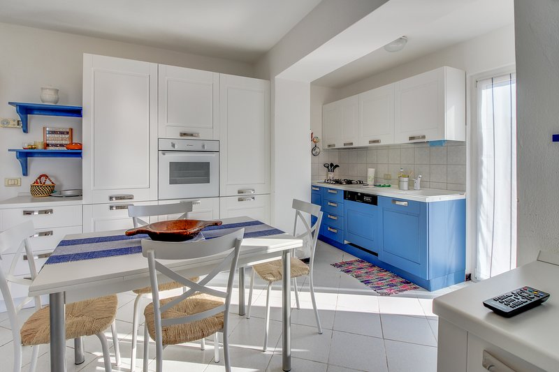 Sweet Italian getaway with balcony and beautiful views of the hillsides!, location de vacances à Sassello