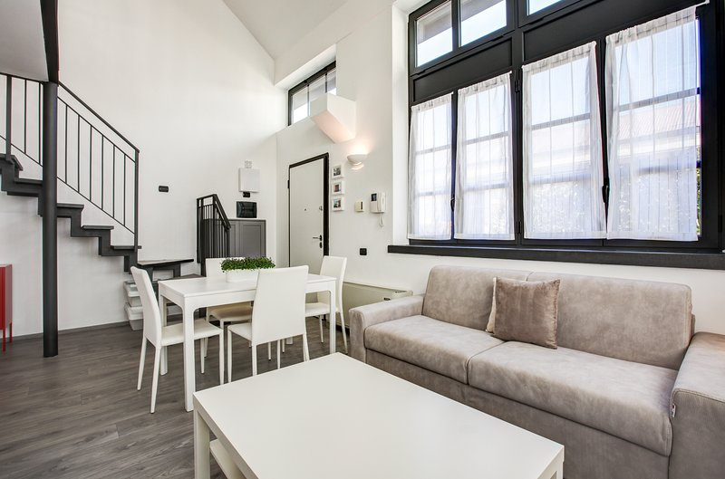 Contemporary loft w/ full kitchen & modern amenities - close to the city center Chalet in Milan
