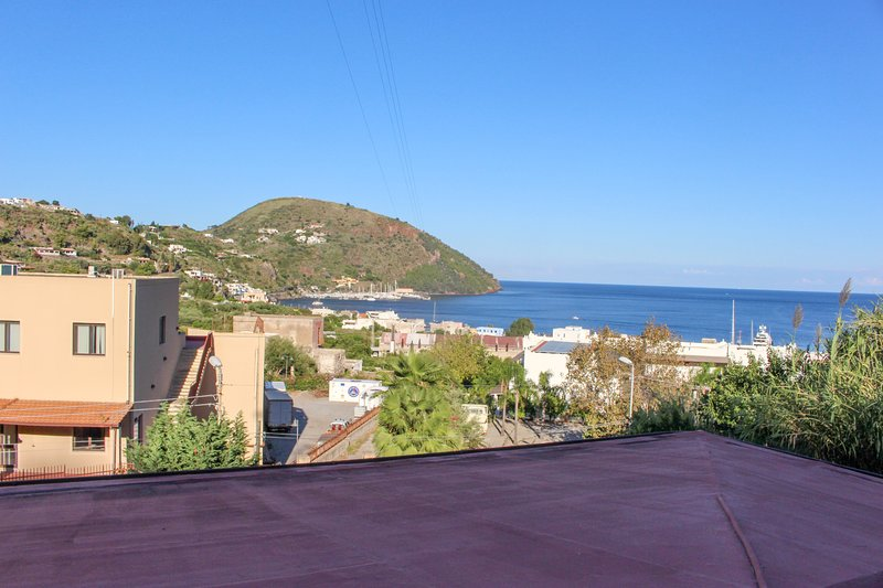 Classic apartment w/ large terrace & sea/valley views - walk to town/ferries!, holiday rental in Santa Margherita