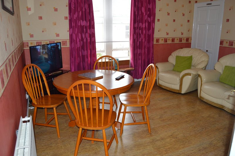 Kirkcaldy Holiday Apartment, vacation rental in Kinghorn