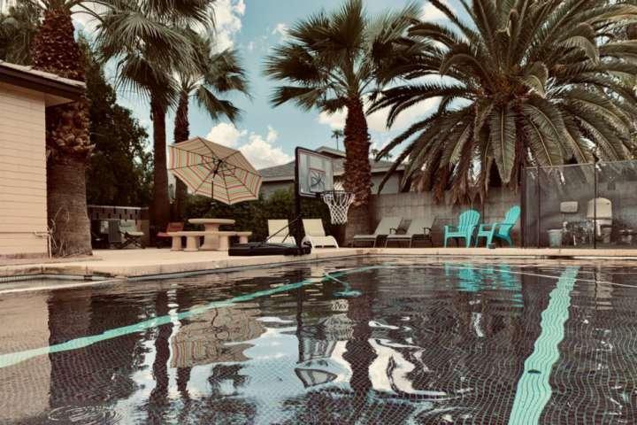 ¡Ven a disfrutar y relajarte en la piscina privada!