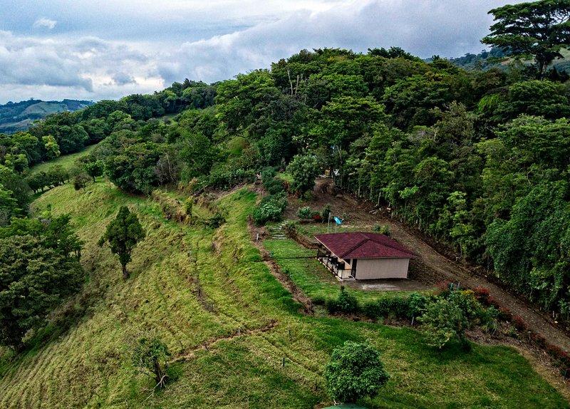 Casa de campo 1 en Finca Alta Vista Monteverde, holiday rental in Santa Elena