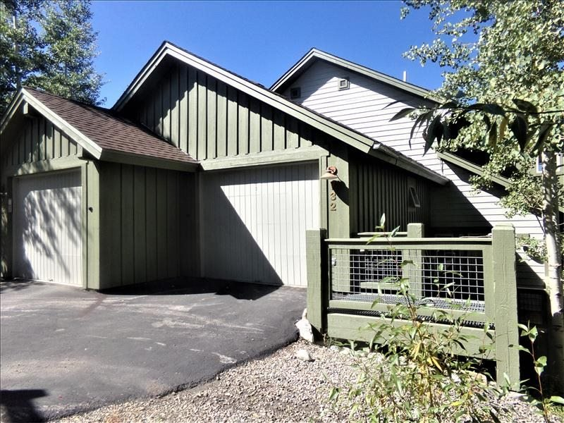 Anemone Townhome 3 bed 3 bath, vacation rental in Dillon