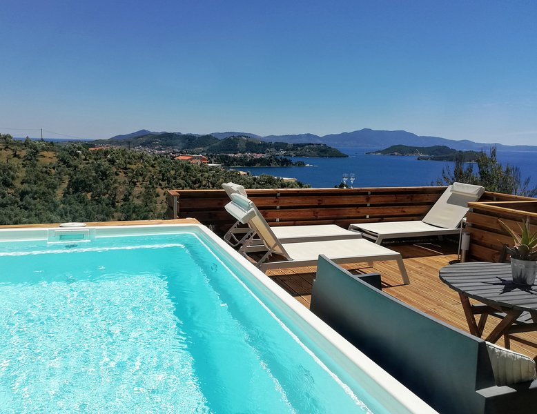 2 BR SUITE WHITE GEA WITH PRIVATE POOL, holiday rental in Vasilias