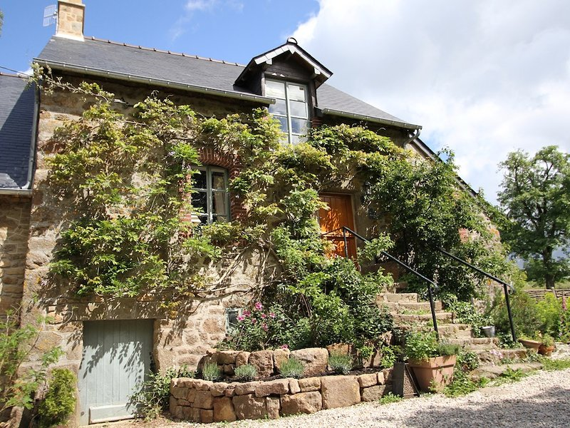 La Petite Maison, holiday rental in Ambrieres-les-Vallees