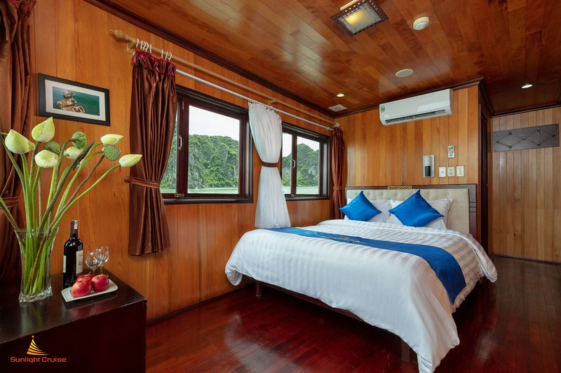 Stunning view Halong Bay -  Private Sunlight cruise, vacation rental in Quang Ninh Province