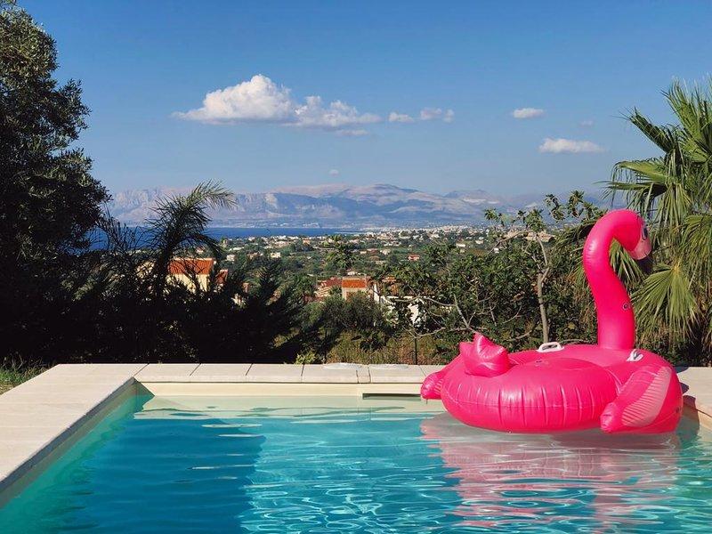 villa con piscina, idromassaggio e spettacolare vista sul mare, holiday rental in Castellammare del Golfo