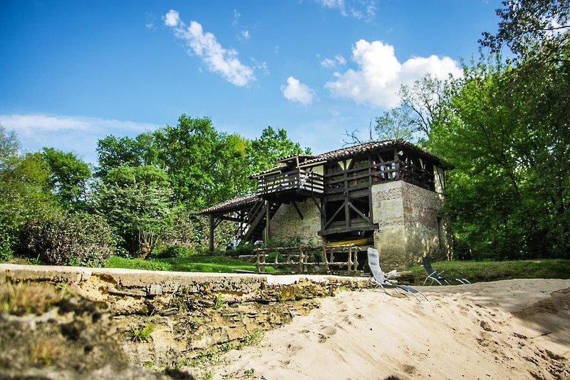Moulin de Saint Cricq, gîte en bordure de rivière avec piscine et sauna Russe, holiday rental in Saint-Gor