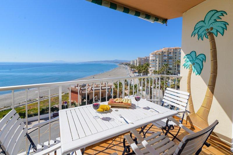 Precioso apartamento con impresionantes vistas al mar., holiday rental in Torrox