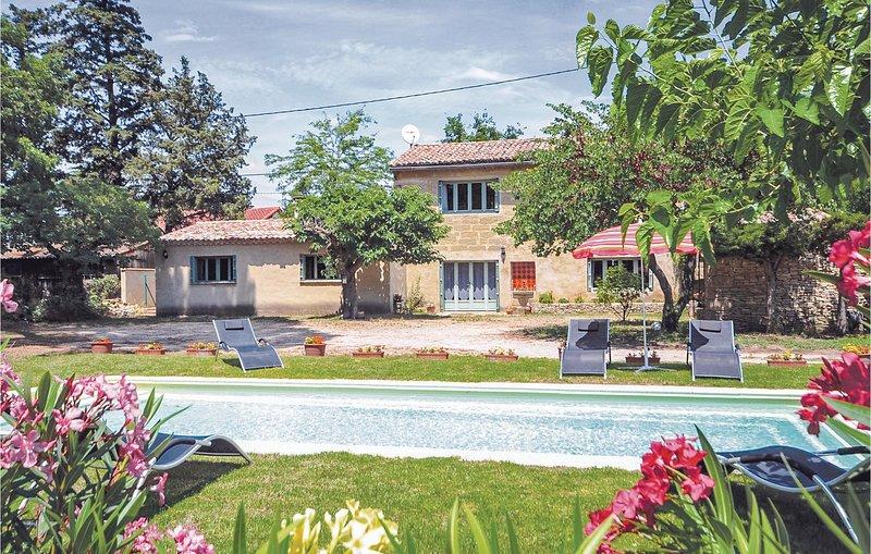 Vakantiehuis met zwembad. (FLG090), holiday rental in Saint-Quentin-la-Poterie
