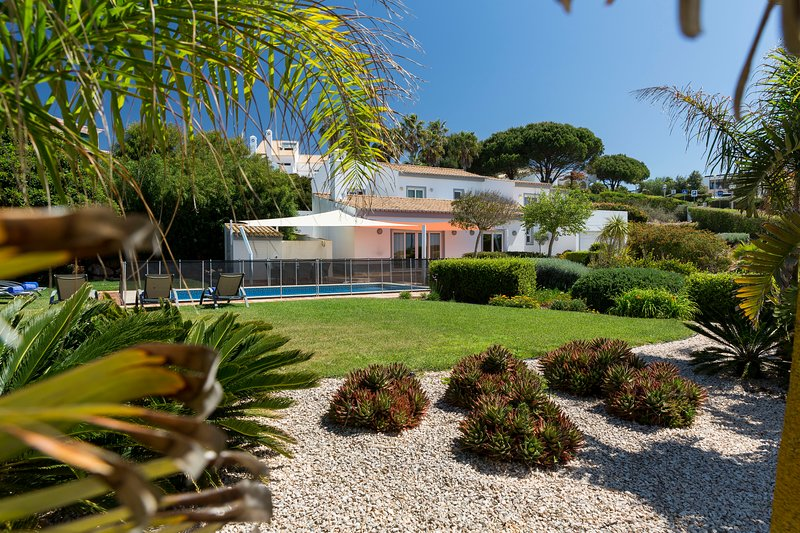 Casa Bamboo, true Beach Front Villa located at Martinhal, Sagres, location de vacances à Sagres