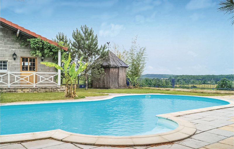 Beautiful home in Recologne lès Ray with Outdoor swimming pool, Outdoor swimmin, holiday rental in Noidans les Vesoul
