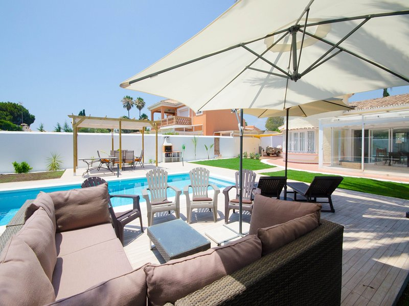 VILLA JANISSA- Charming villa with private pool next to the beach, alquiler vacacional en Benamara