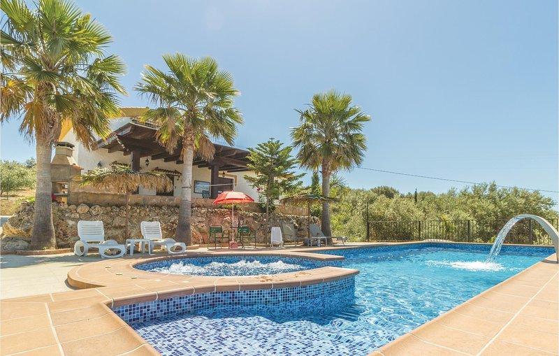 Stunning home in Periana with Jacuzzi, WiFi and 3 Bedrooms (EAN641), aluguéis de temporada em Alfarnate