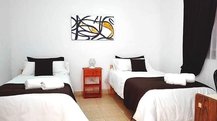 Six Alojamientos alojamientos por día. Departamento totalmente equipado por días, location de vacances à Patagonie