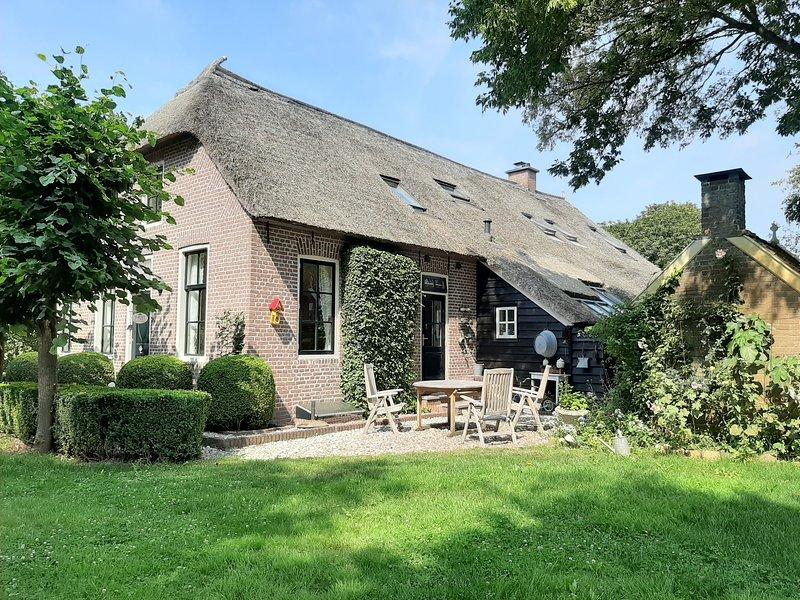 Molenbergh B&B en Vakantiehuisje in boerderij en Yurt met sauna en natuurwater, holiday rental in Drenthe Province