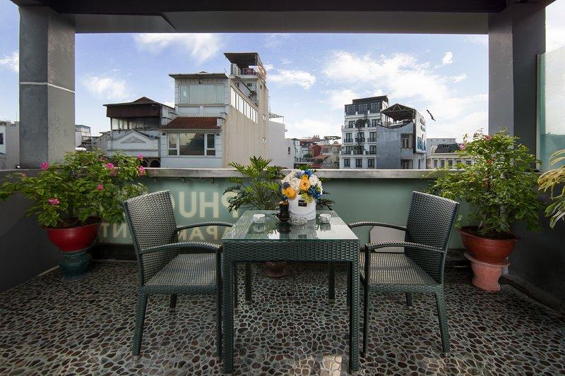☆New, Modern Flat close to Hoan Kiem lake☆Huge Balcony☆ Centre Logi, holiday rental in Hanoi