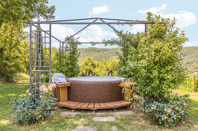 Bagno a Ripoli Villa Sleeps 10 with Pool and Air Con - 5813369, vacation rental in Le Ville