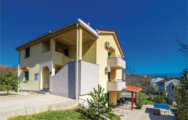Nice home in Cizici with 3 Bedrooms and WiFi (CKK555), casa vacanza a Cizici
