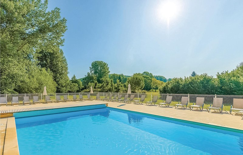 Stunning home in Montignac with 2 Bedrooms (FAD187), vacation rental in Saint-Amand-de-Coly