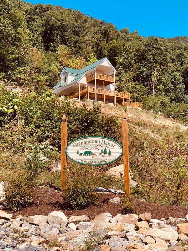 Shenandoah Manor, custom purpose-built vacation rental lodge