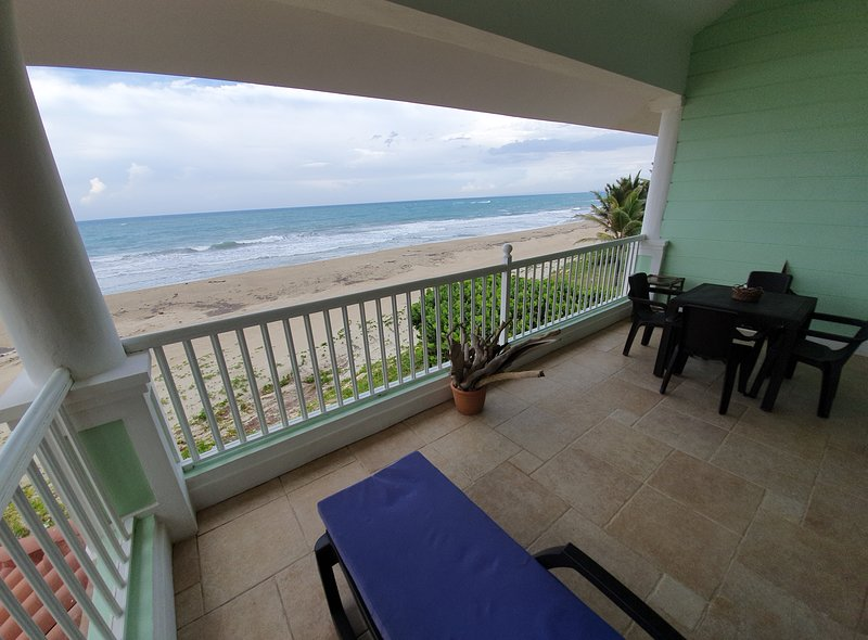 2 bedroom apartment beachfront, alquiler de vacaciones en Espaillat Province
