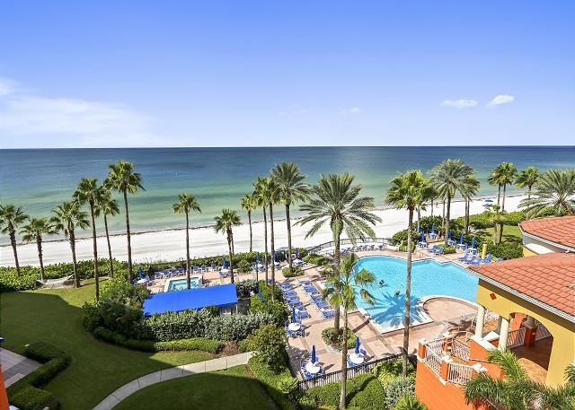 Tides 636 Top Floor/Beautifully updated! 3 Luxurious Pools-Hot Tubs-Grills!, casa vacanza a North Redington Beach