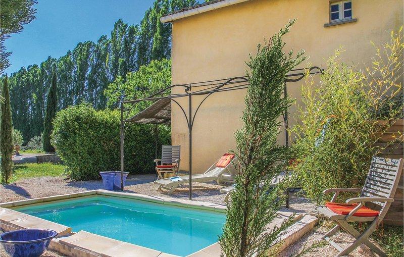 Amazing home in Pont Saint Esprit with WiFi and 2 Bedrooms (FLG382), location de vacances à Saint-Nazaire