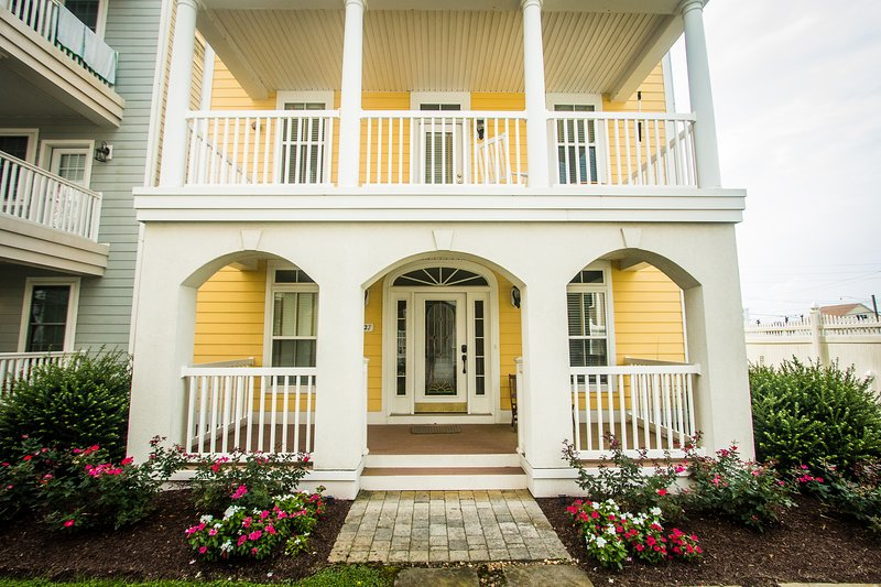 Big Yellow House Steps from Beach, vacation rental in Fenwick Island