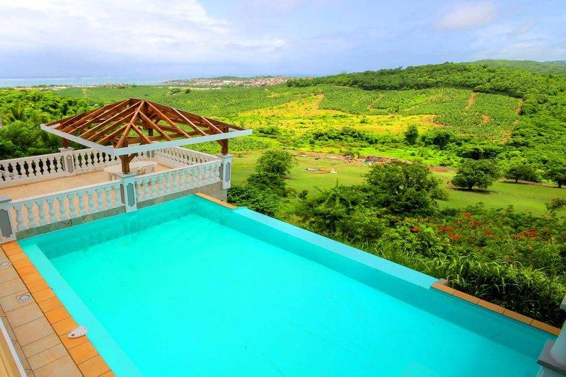 Amazing villa with swimming-pool, alquiler de vacaciones en Le Vauclin