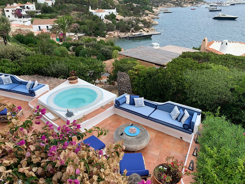 Amazing villa with sea view & Wifi, vacation rental in Costa Serena