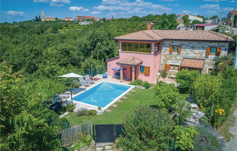 Awesome home in Smilovici with WiFi and 3 Bedrooms (CIC274), location de vacances à Momjan