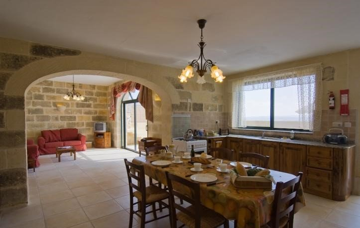 Mounsey 2, Spectacular Views from Kitchen,Dining Pool Area (4 bedrooms), location de vacances à Qala
