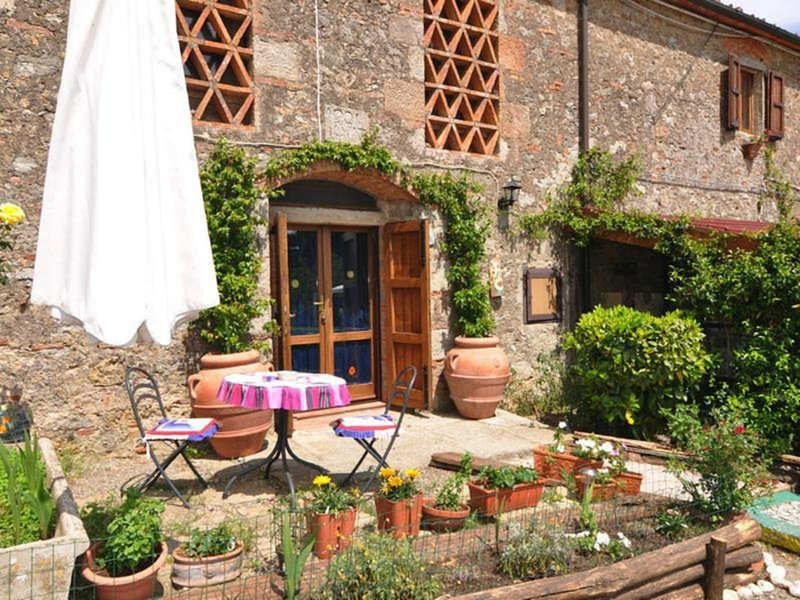 Lavanda Room With Bath And Breakfast Included, holiday rental in Sassofortino