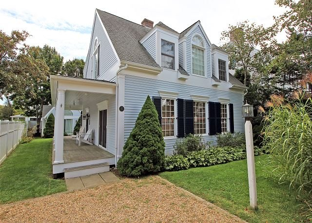 BEAUTIFUL IN-TOWN EDGARTOWN HOUSE AND GUEST, holiday rental in Edgartown