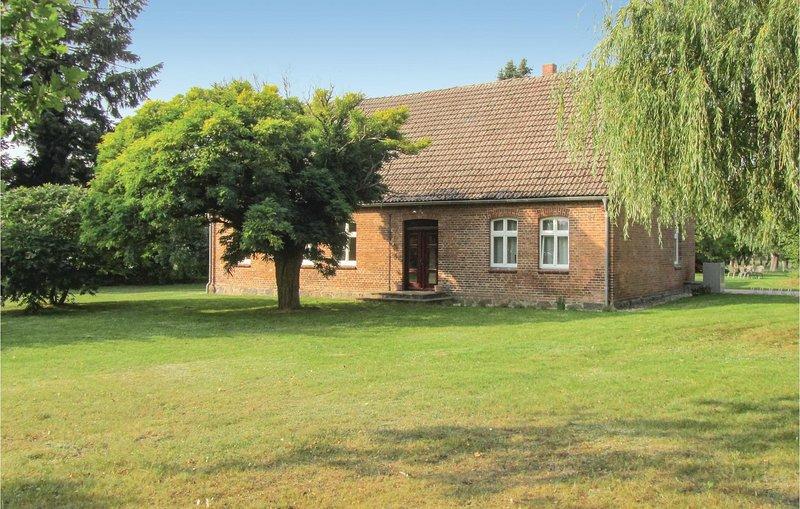 Amazing home in Lärz with 3 Bedrooms (DMV425), vacation rental in Schwarz