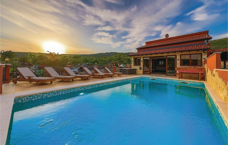 Amazing home in Divojevici with Outdoor swimming pool, WiFi and 4 Bedrooms (CDT7, holiday rental in Prgomet