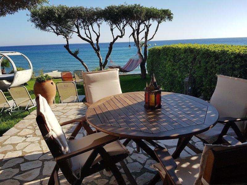 Glyfada Beachfront Villa Aa1g, casa vacanza a Glyfada