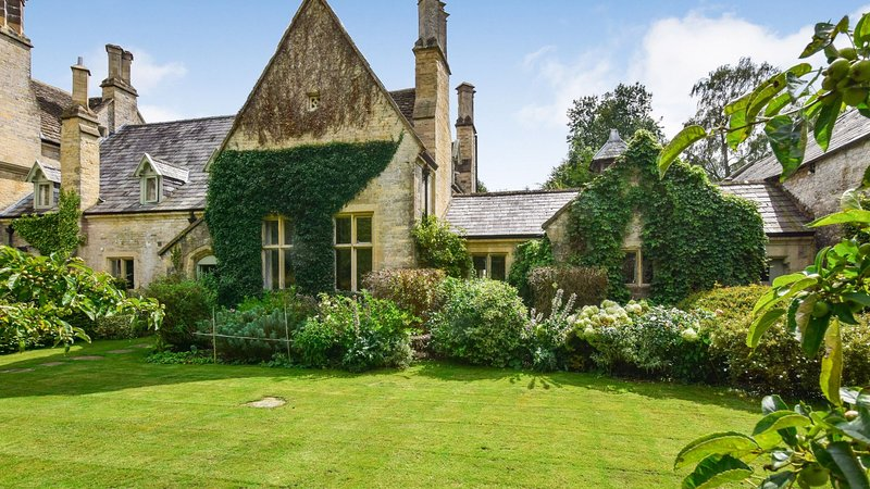 Bellhouse, Nailsworth, Cotswolds  - sleeps 8 guests  in 4 bedrooms, vakantiewoning in Frocester