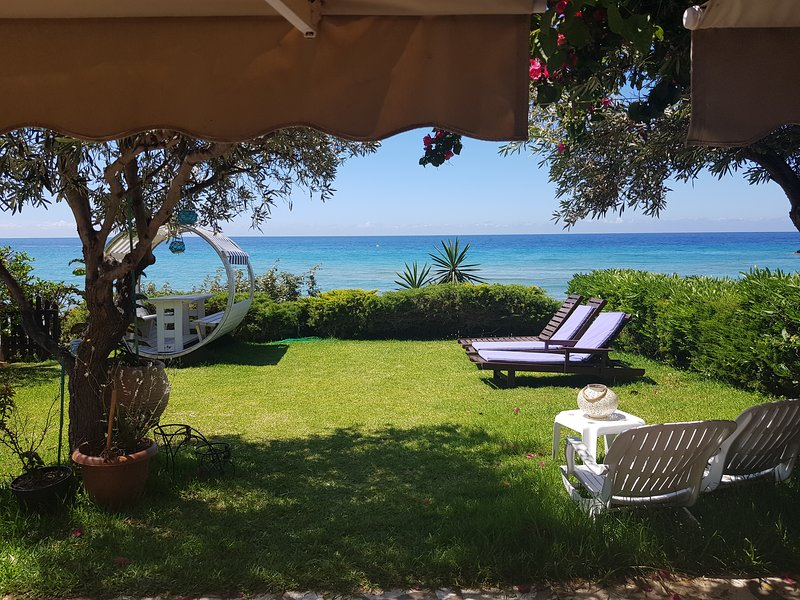 Corfu Glyfada Beachfront House 13, vacation rental in Vatos