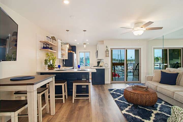 Best Couple's Getaway! Stroll the Harbor streets, Enjoy Shopping & Restaurants -, vacation rental in Oceanside