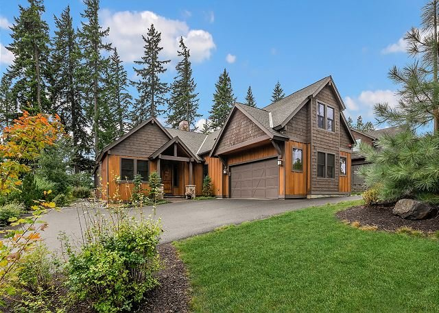 Great Value on the Course!  5BR w/3 King Mstrs | Private Hot Tub | WiFi, holiday rental in South Cle Elum