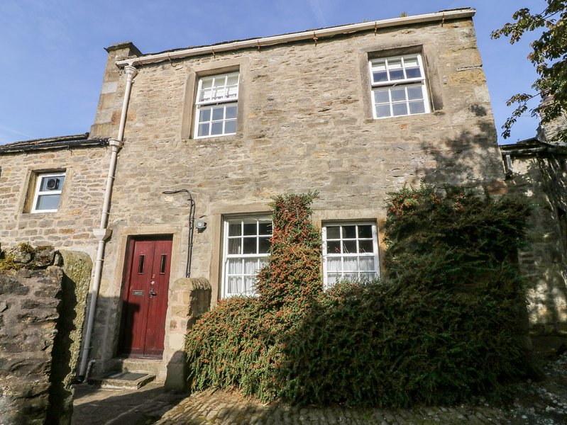 LANE FOLD COTTAGE end terrace, woodburning stove, centre of village of, vakantiewoning in Appletreewick
