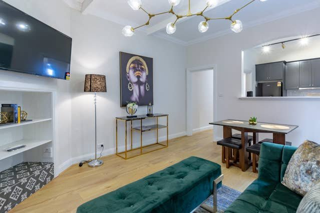 Luxurious 2BR In The  Historic Heart Of Sydney, holiday rental in Birchgrove