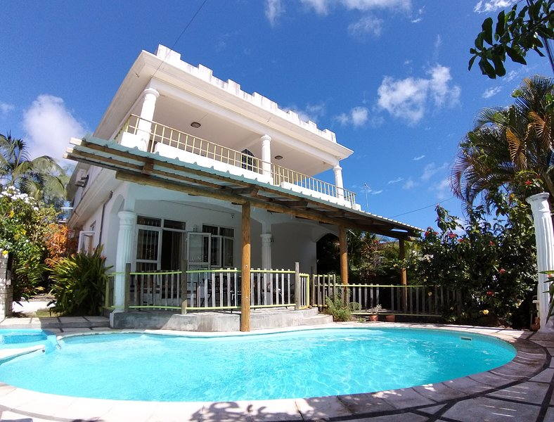 Spacious villa with swimming-pool, vacation rental in Trou aux Biches