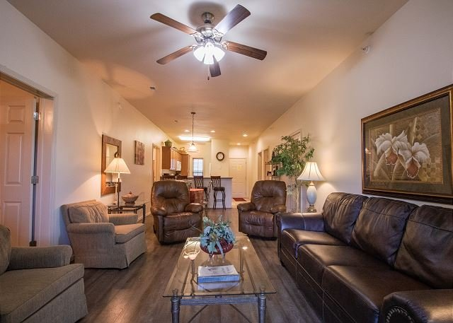 Near Silver Dollar City - Updated 3 Bedroom Condo at Stonebridge Resort, holiday rental in Galena