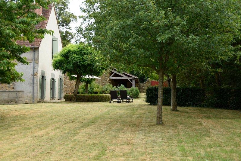 Domaine Pouzoult, gite l'Escalier, prachtige gîte met eigen buitenruimte, casa vacanza a Indre