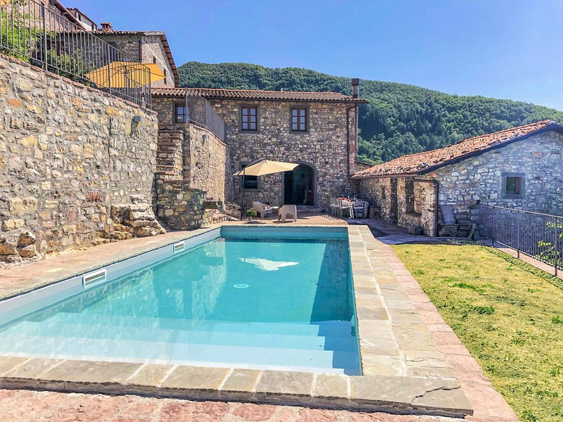 Villa with private pool and fantastic panoramic views!!!, holiday rental in Rifugio Orecchielle